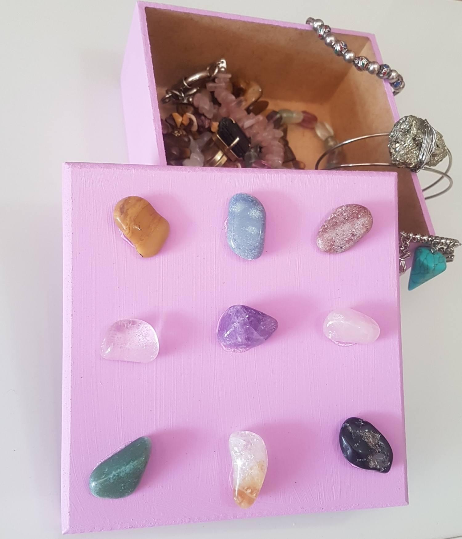 Caixa quadrada pedras