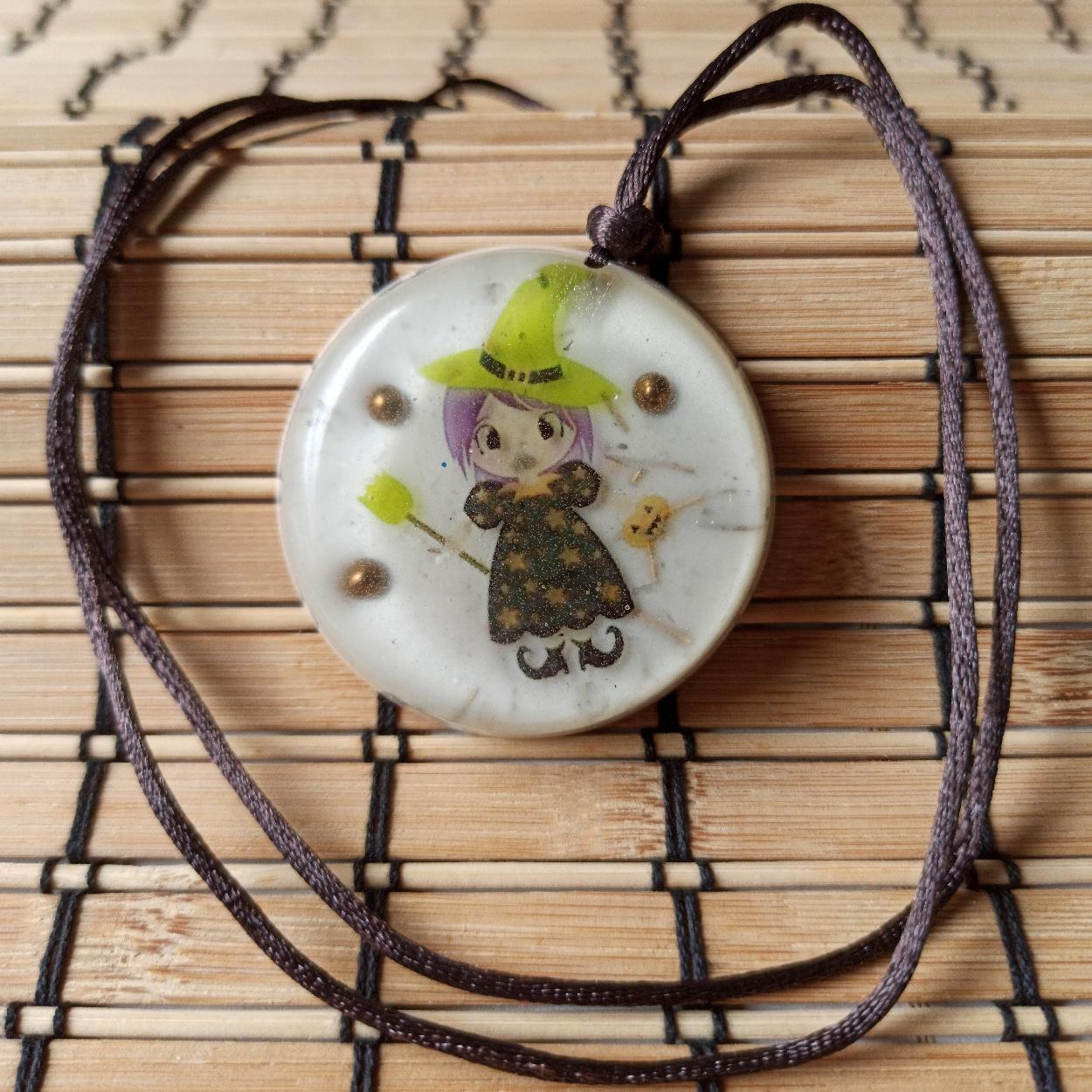 Colar Amuleto de Orgonite - Bruxa Verde