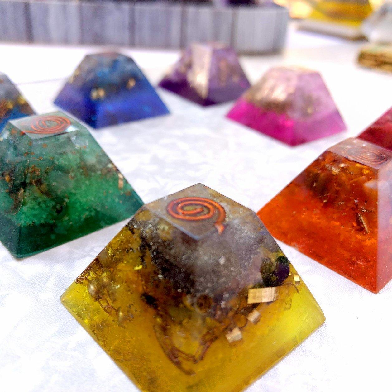 Orgonite para Alinhamento dos Chakras - Conjunto de 7 Piramides