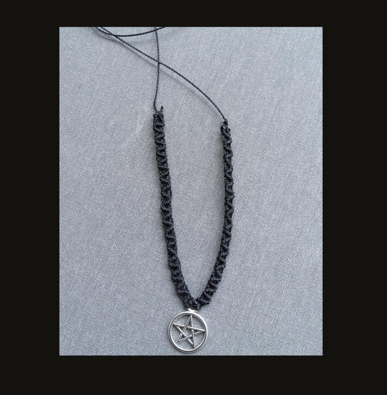 Gargantilha preta pentagrama