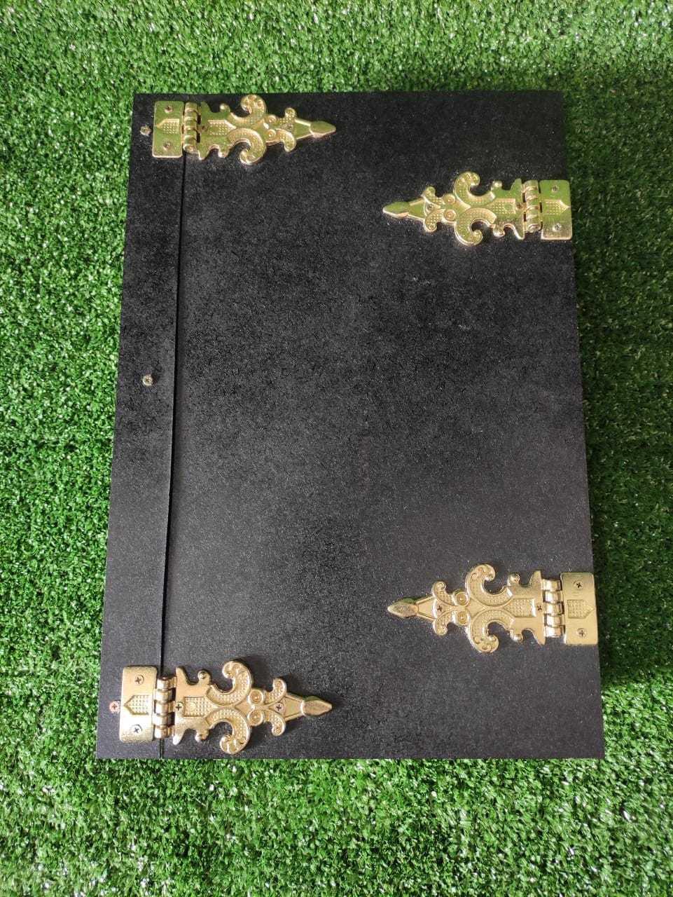 Grimorio A4 mdf com dobradiças 500 folhas brancas com bordas negras