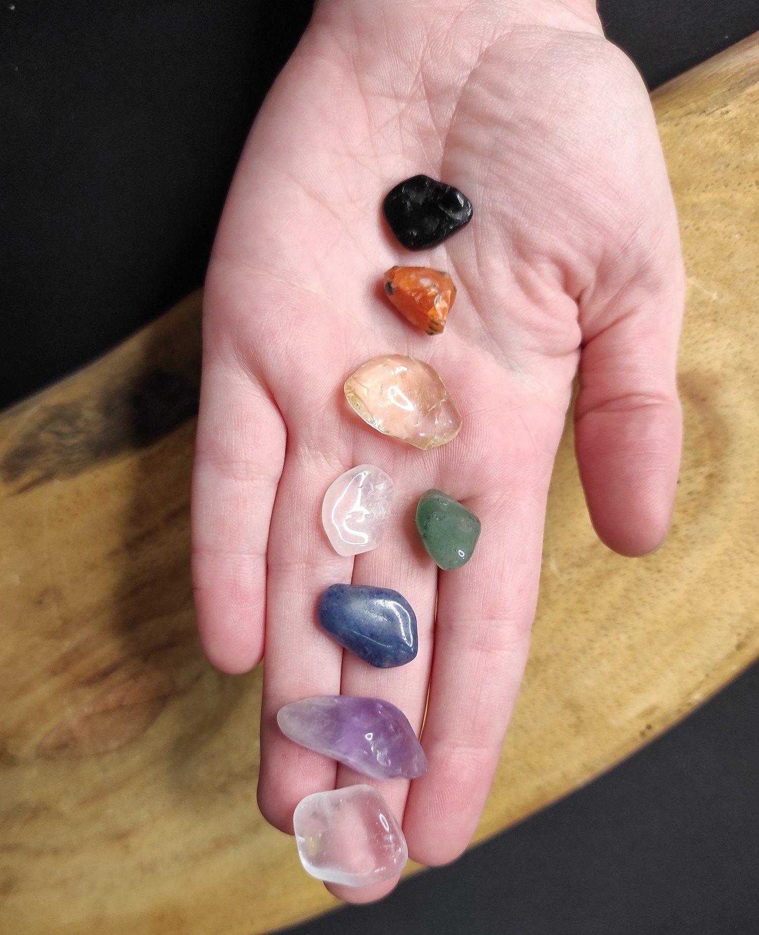 Pedras dos sete chakras mini kit chakras c/ 8 pedras dos chakras roladas