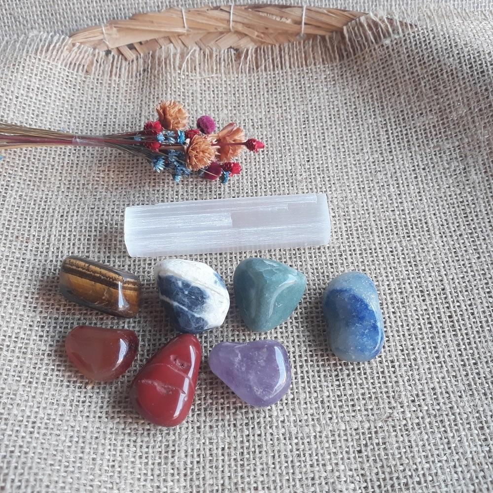 Pedras dos 7 Chakras com Bastão Selenita Bruta/ KIT 08 peças