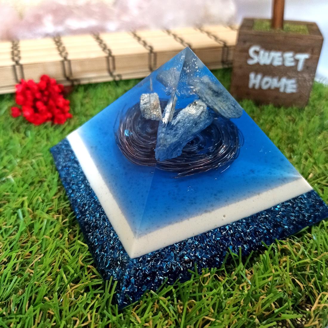 Pirâmide de Orgonite - Paz e Harmonia com Cianita Azul