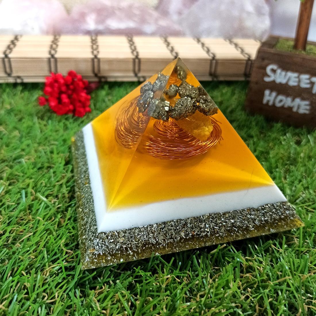 Pirâmide de Orgonite - Prosperidade com Pirita M