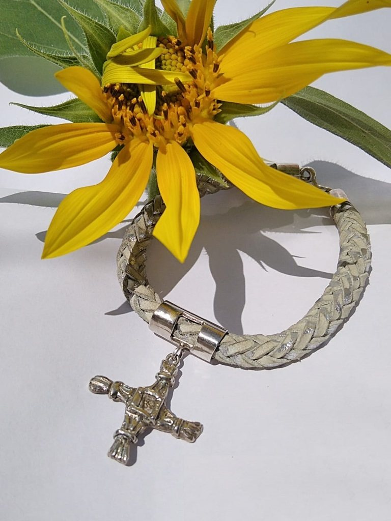 Pulseira com Cruz de Brighid (em couro e prata)