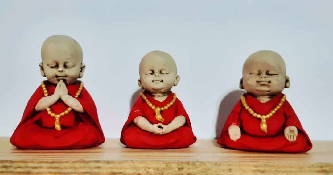 Trio meditando