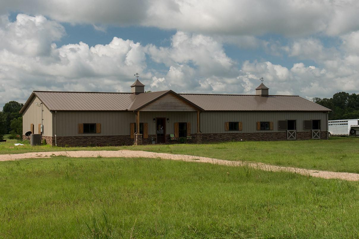 Ty Amp Melanie S Home Stall Barn