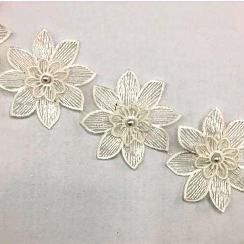 Passamanaria de Organza Bordada em Flores e Pérolas Off White
