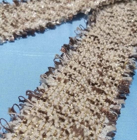 Passamanaria De Tweed Bege Com Dourado