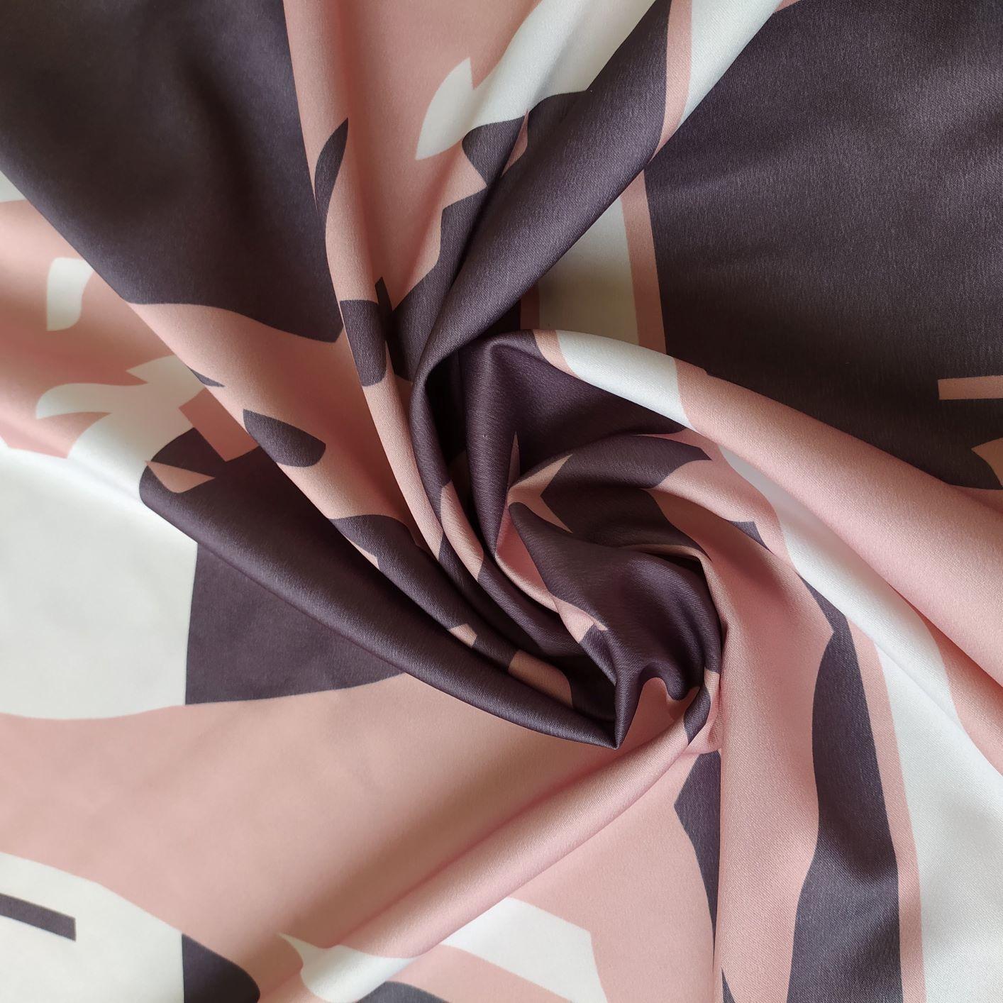Tecido Crepe Amanda Estampa Abstrata Rosé Gold ,cinza chumbo e Off White (Barrado Duplo Geométrico)