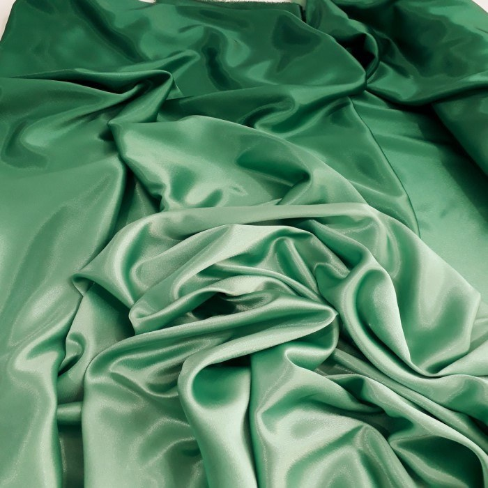 Tecido Crepe Patu Degrade Verde Floresta Ao Verde Claro