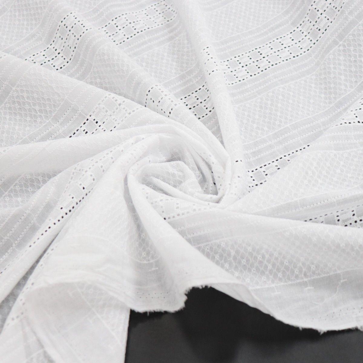 Tecido Laise Bordado Geométrico Barrado Branco