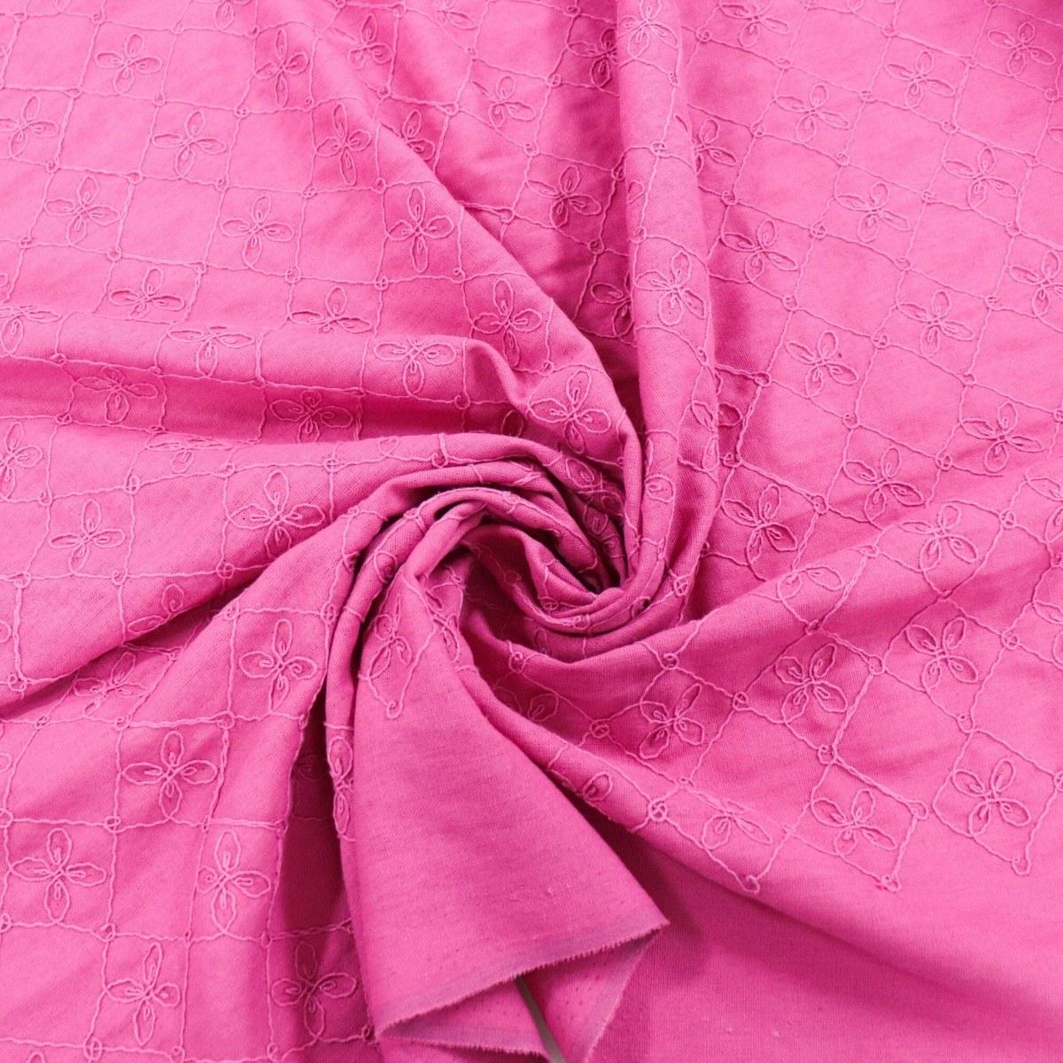 Tecido Linho Misto Bordado Matelassado e Trevos Pink