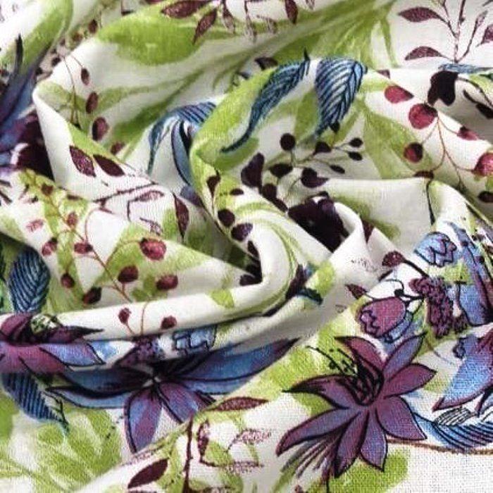 Tecido Linho Misto Fundo Off White e Estampa de Flores Vinho Lilás e Verde