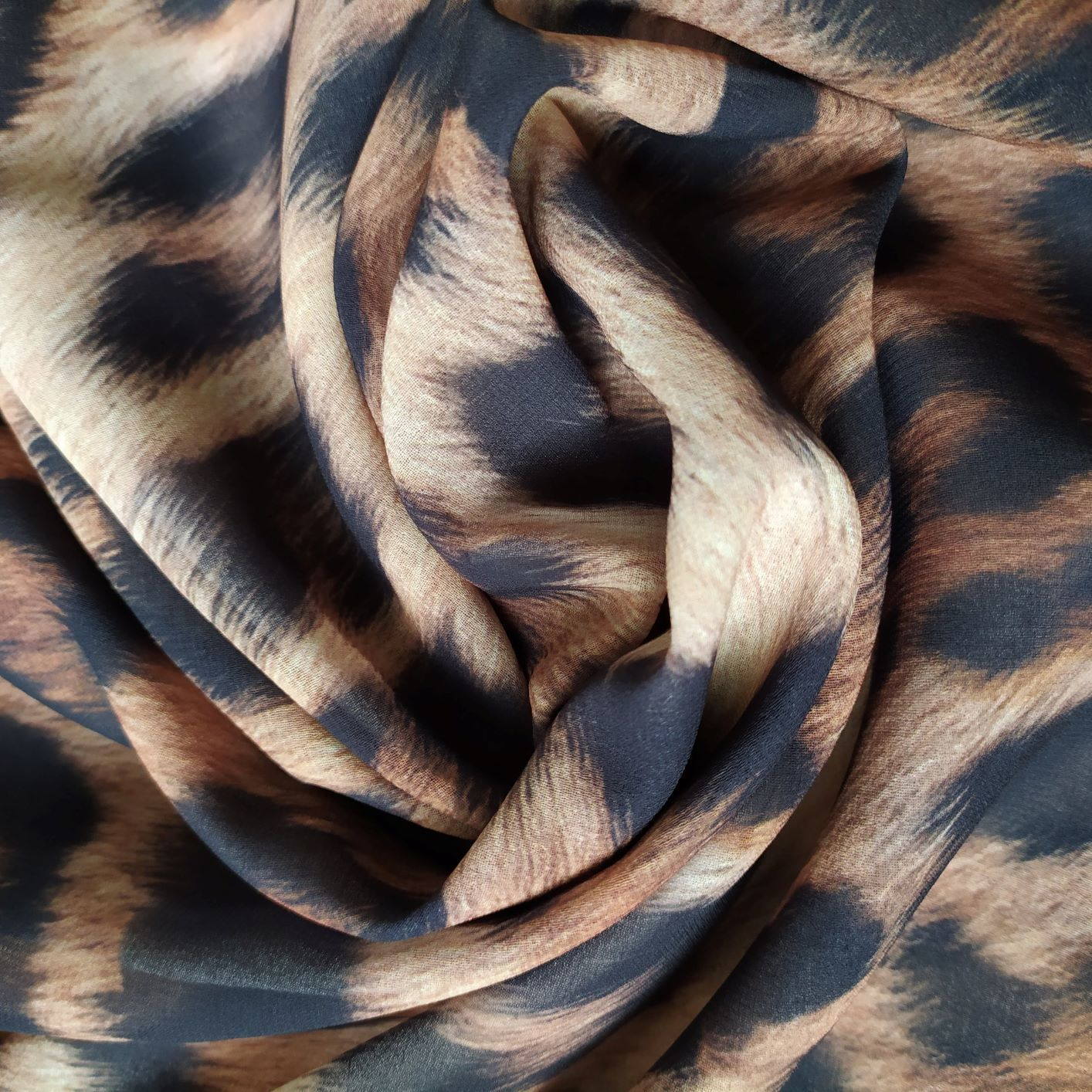 Tecido Musseline Creponada Estampada Animal Print Dourado