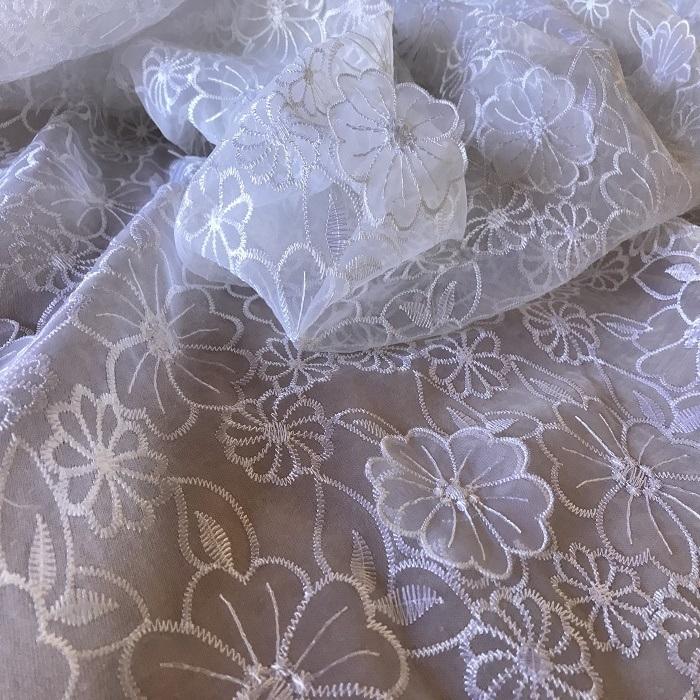 Tecido Organza Bordada Floral 3D Branca