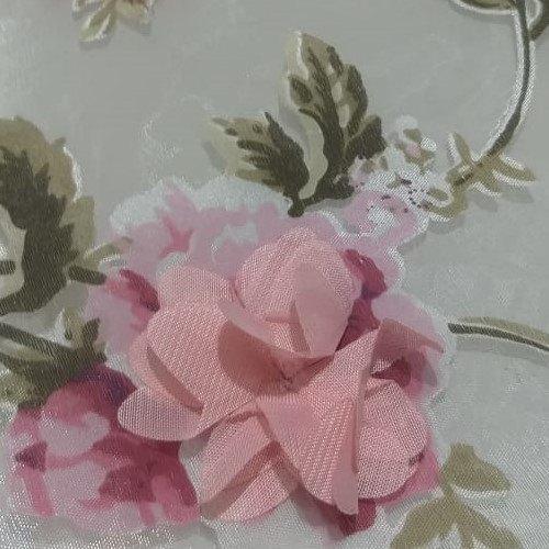 Tecido Organza Estampada com Flores 3D Rose Fundo Off White