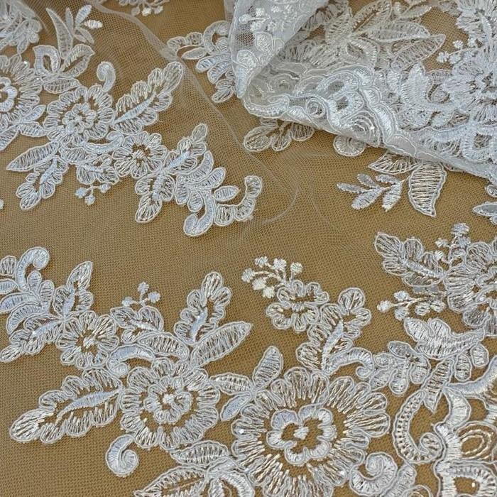 Tecido Renda Barrada Bordada Floral Com Paetê Off White