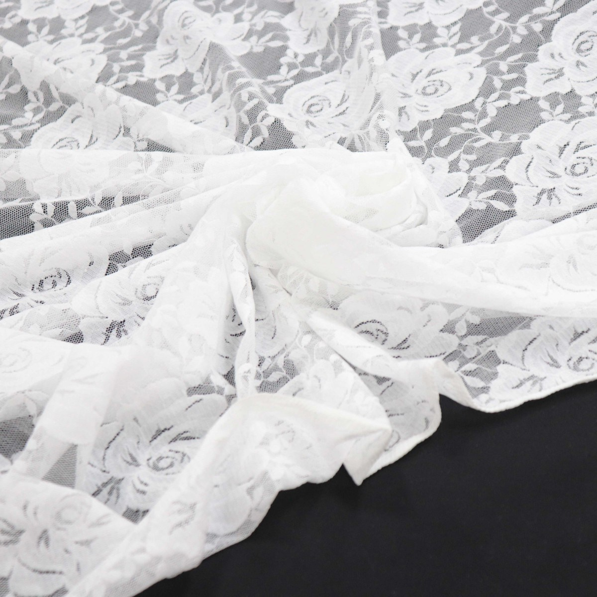 Tecido Renda Floral Branca com Elastano