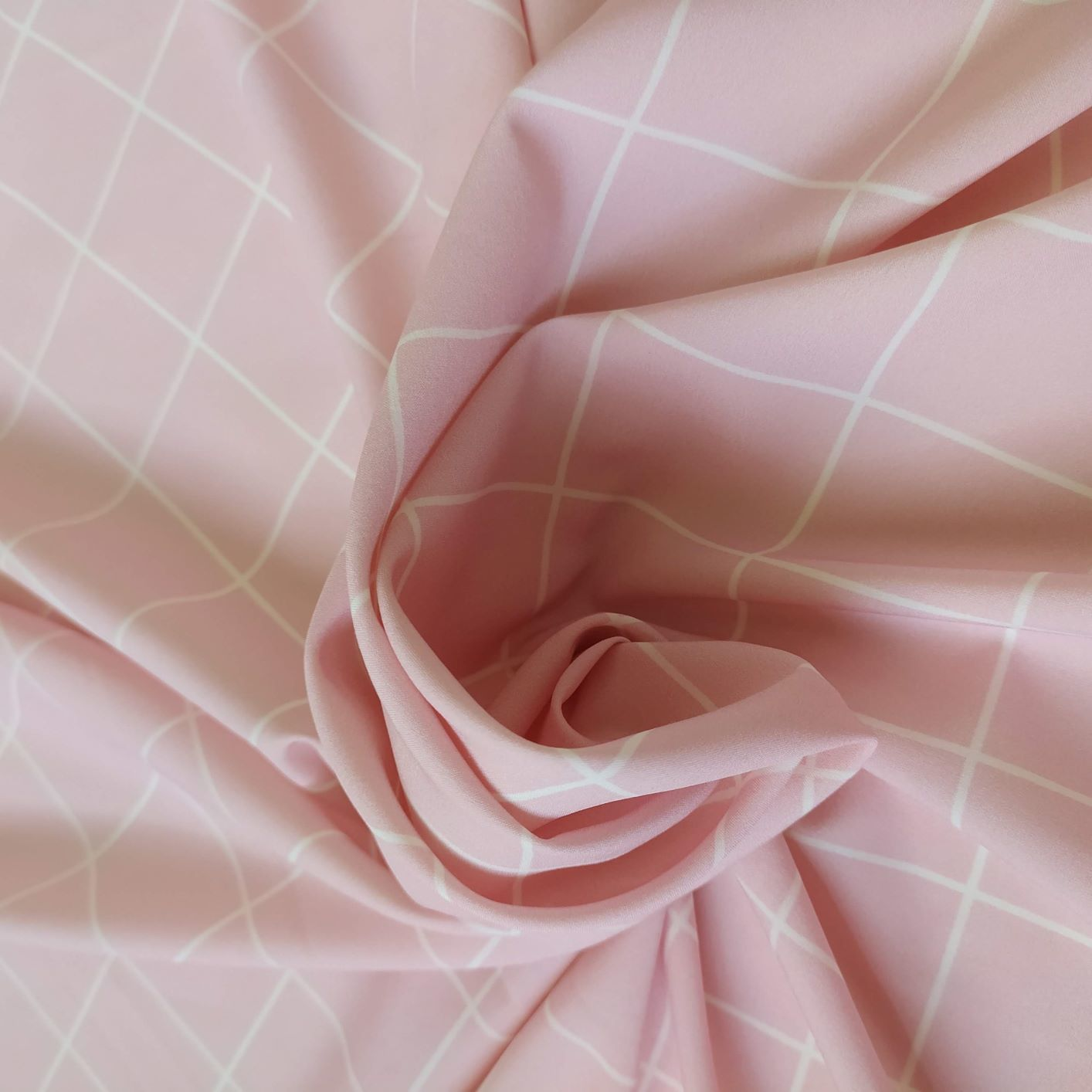 Tecido Santorine Toque de Viscose Estampado Quadriculado Rosê