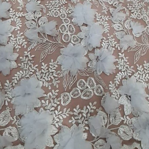 Tecido Tule Bordado 3D Off White e Flores Brancas