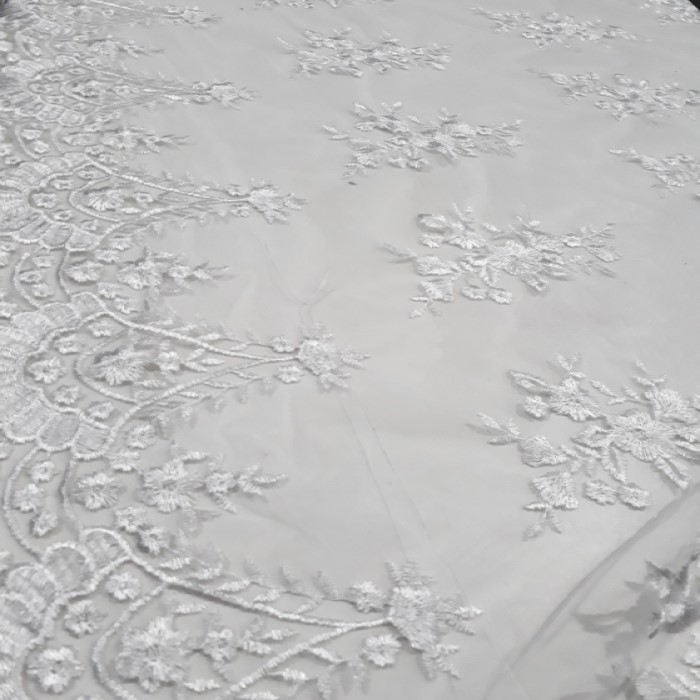 Tecido tule bordado branco