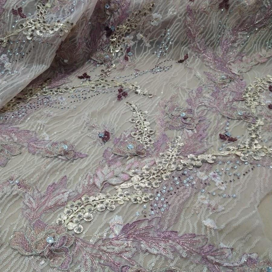 Tecido Tule Bordado Floral 3D Cor Rosa e Detalhes na Cor Dourado