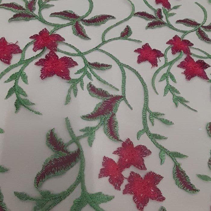 Tecido Tule Bordado Floral Fundo Nude e Flores Vermelhas