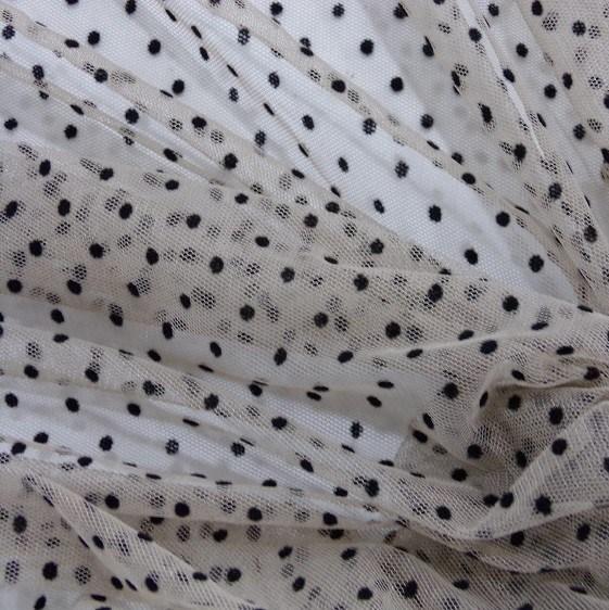 Tecido Tule Flocado Cor Nude Com Mini Poá Preto.