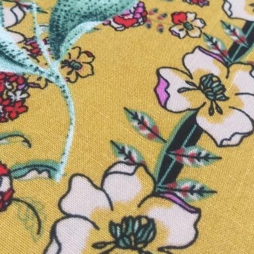 Tecido Viscose Estampada Floral Fundo Amarelo