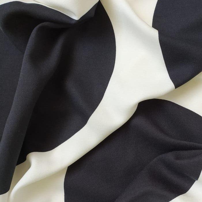 Tecido Viscose Estampada Maxi Poá Preto e Off White