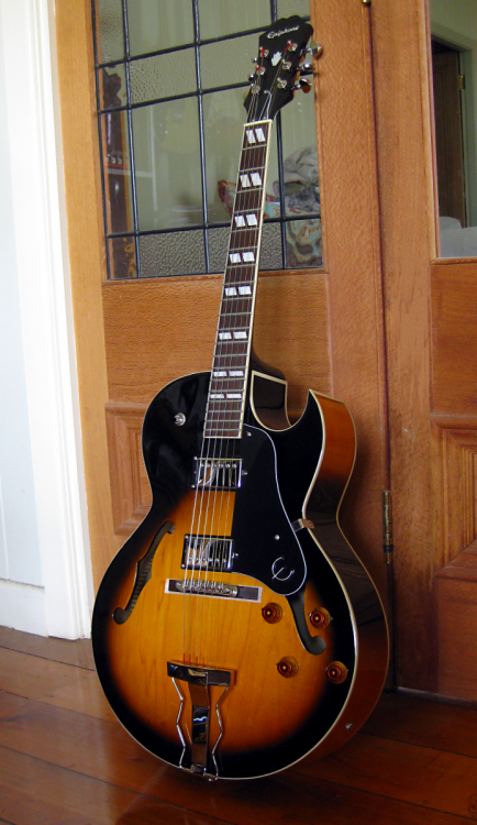 Epiphone_ES-175_(by_Interested_Bystandr).png