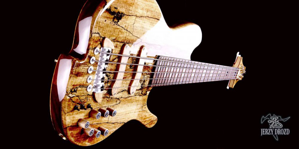 jerzy-drozd-siracusa-bass-guitar-angle-view.jpg