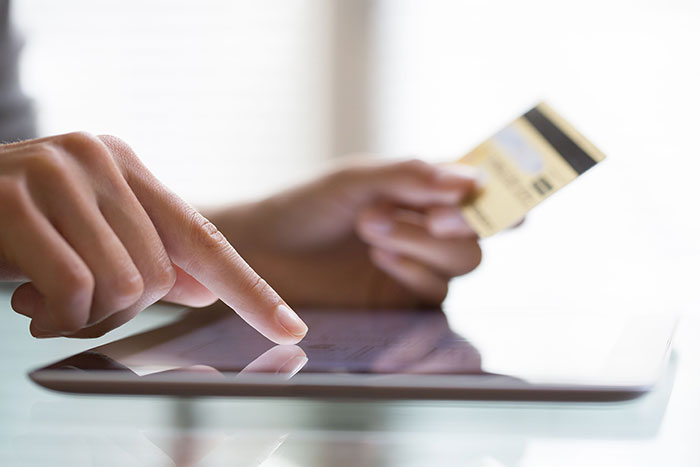 6 Reasons to Consider a Wireless EMV Terminal