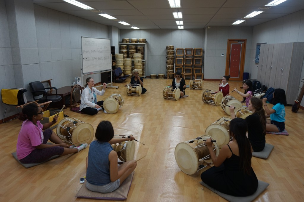 NSLI-Y Korea traditional Korean drum club learning how to play the drum.