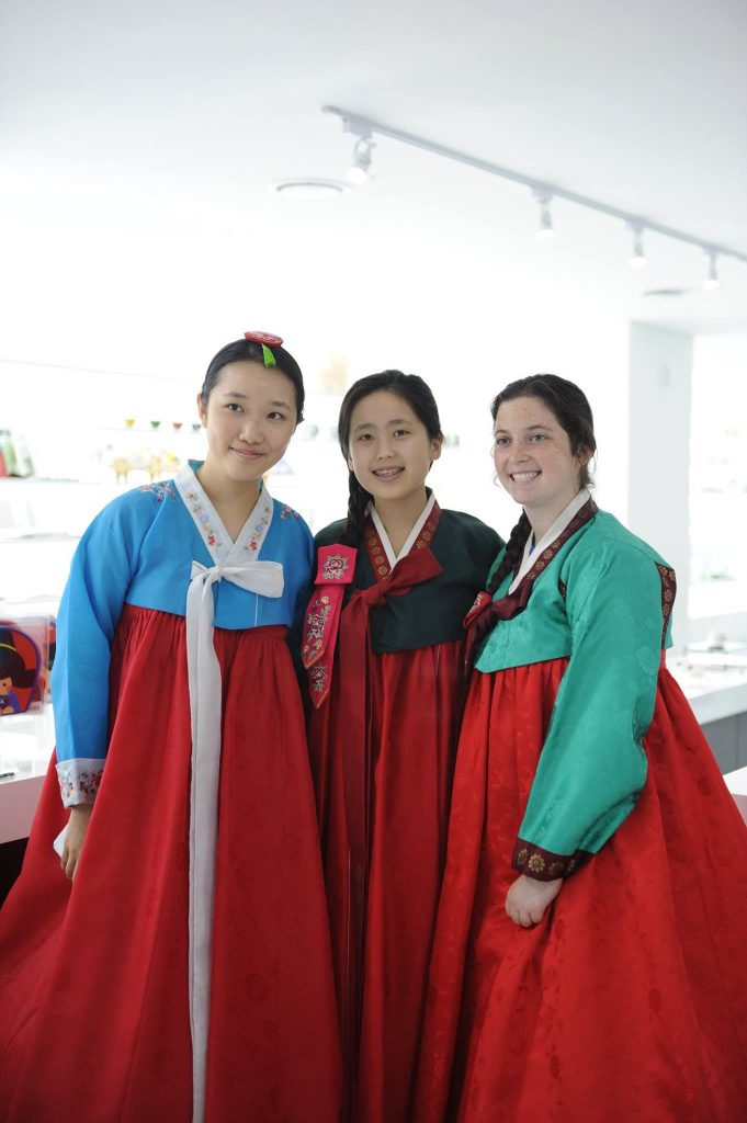 NSLI-Y Students try on Hanbok