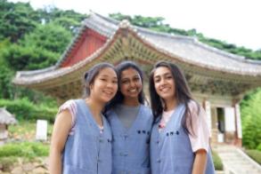 NSLI-Y Korean Summer alum Marisa (middle).