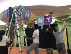 NSLi-Y students helping set up at a local elementary school