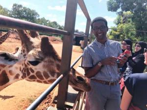 Kaleab learns how to say giraffe