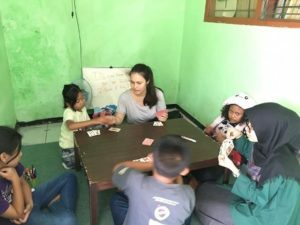 Aurelia with the students she taught English to in Indonesia