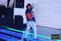 Animador cantante y DJ con sonido y luces