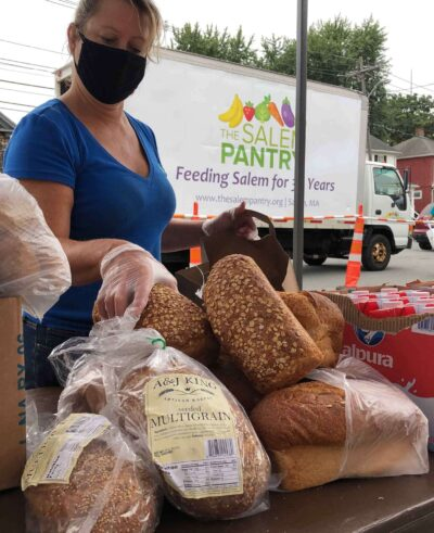 Lynelle Santosuosso packing bread donated from Salem's A & J Bakery. Photo by Jennifer Percy.