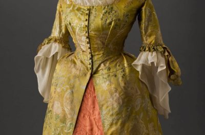 American artist, dress, 1719. Wool, silk. Gift of Mrs. William C. West. © Peabody Essex Museum.