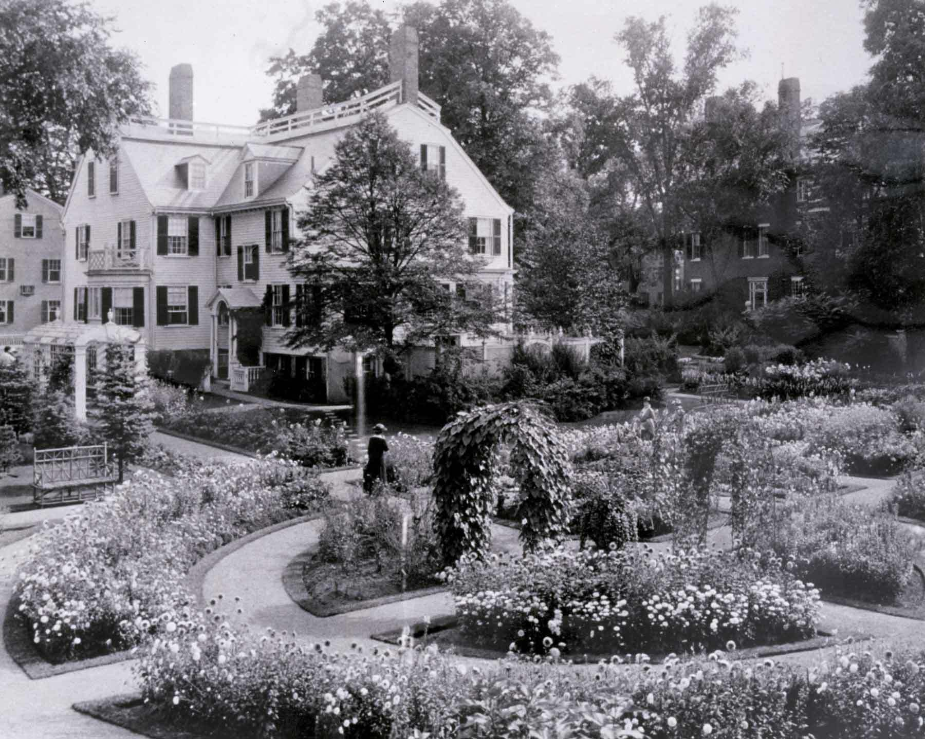 Ropes Mansion garden, 1915-1916