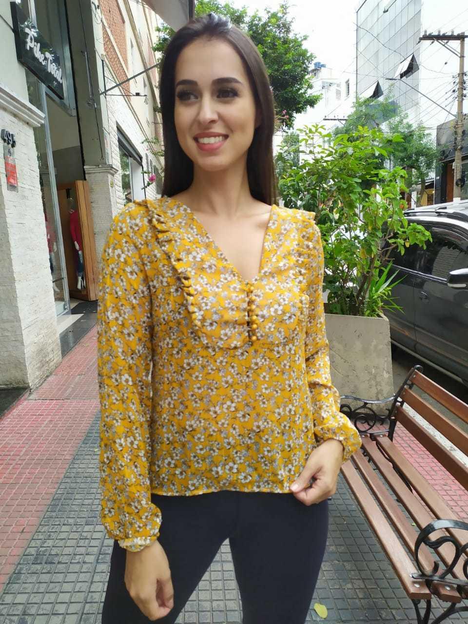 Blusa fio lurex manga longa c/elastico no punho detalhe bordado e botões - 6379