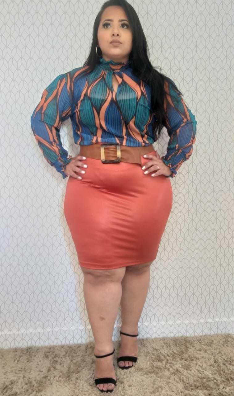 Blusa Plus Size Gola Alta Drapeada Punho em Tule