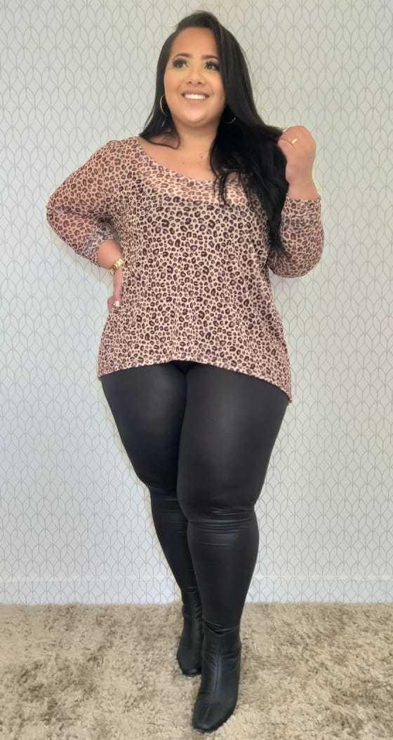 Blusa Plus Size Mullet Decote V Tule Estampado
