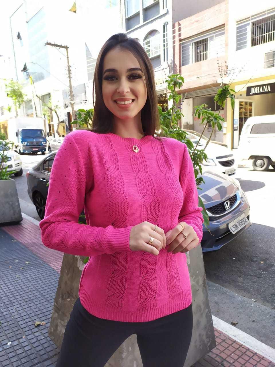 Blusa tricot trançada com detalhe gola costa - 1209
