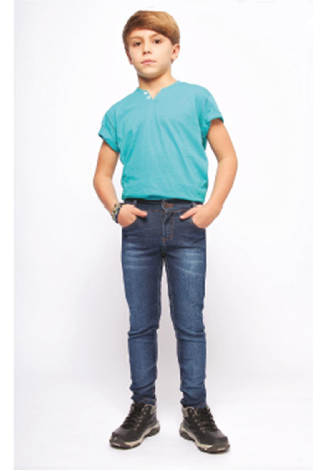 Calça Jeans Básica com Elastano Puídos nas Pernas